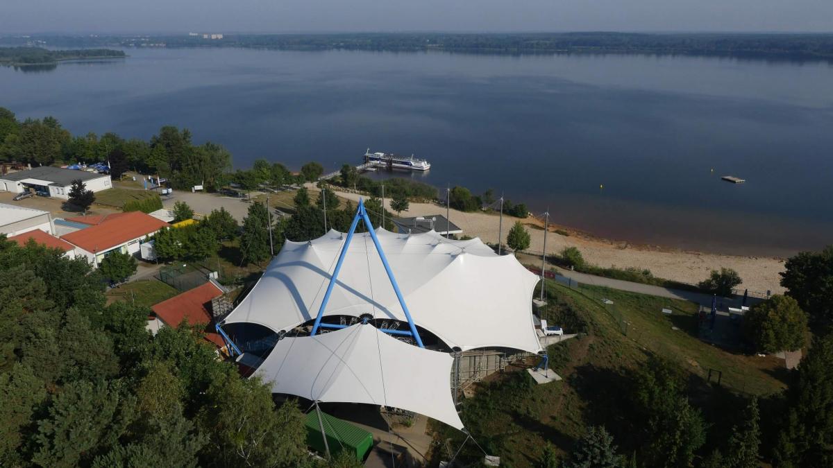 Luftbild vom Amphitheater am Senftenberger See