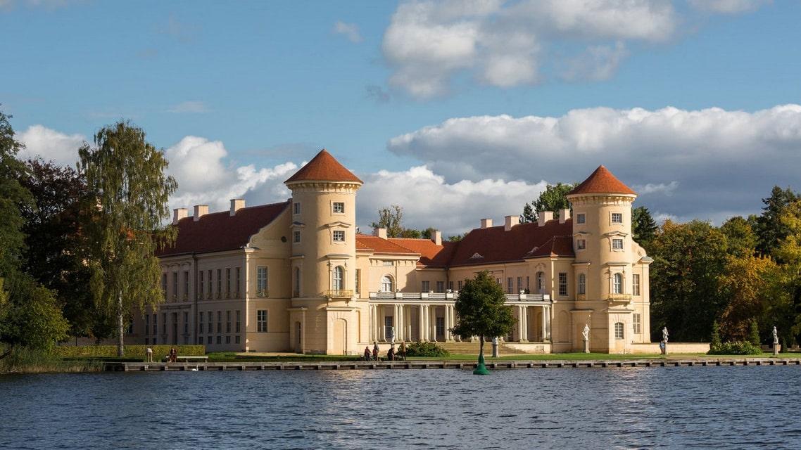 Seeblick auf Schloss Reinsberg