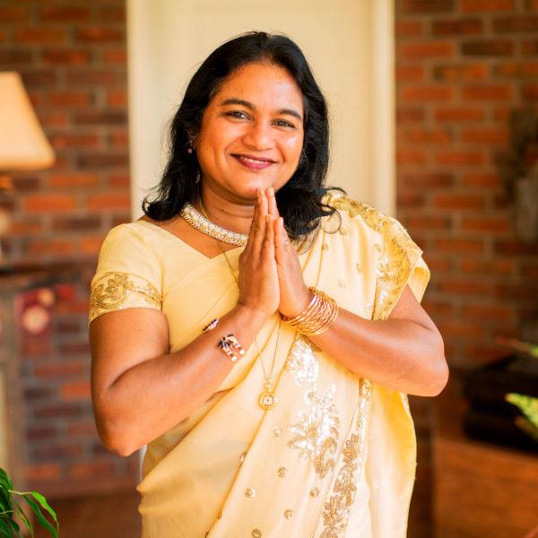 Vaidya Upula steht vor der Praxis