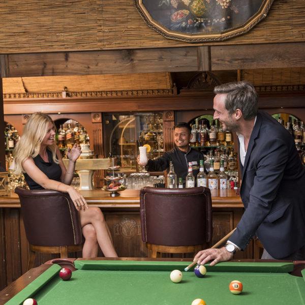 Bar Lounge mit Billiard