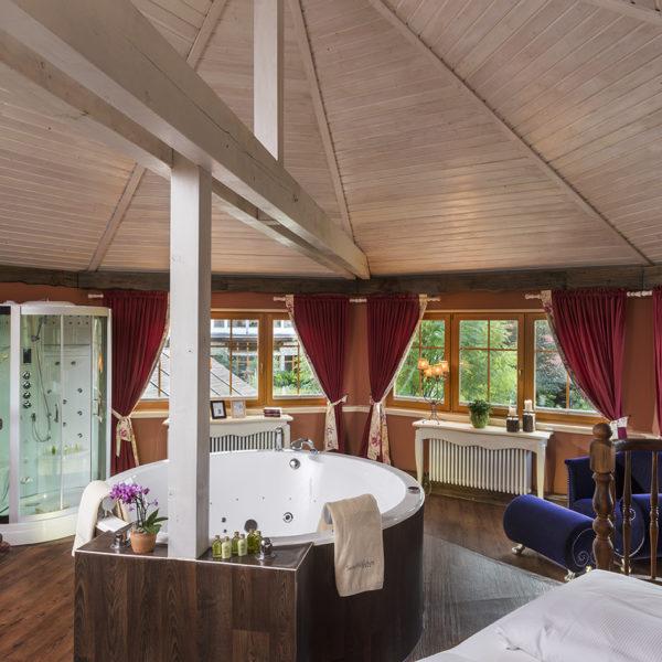Spa Suite mit Badewanne und Dampfdusche